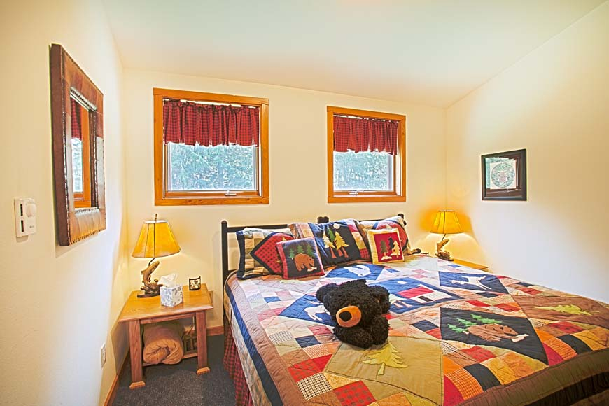 Dancing Bear Lodge bedroom