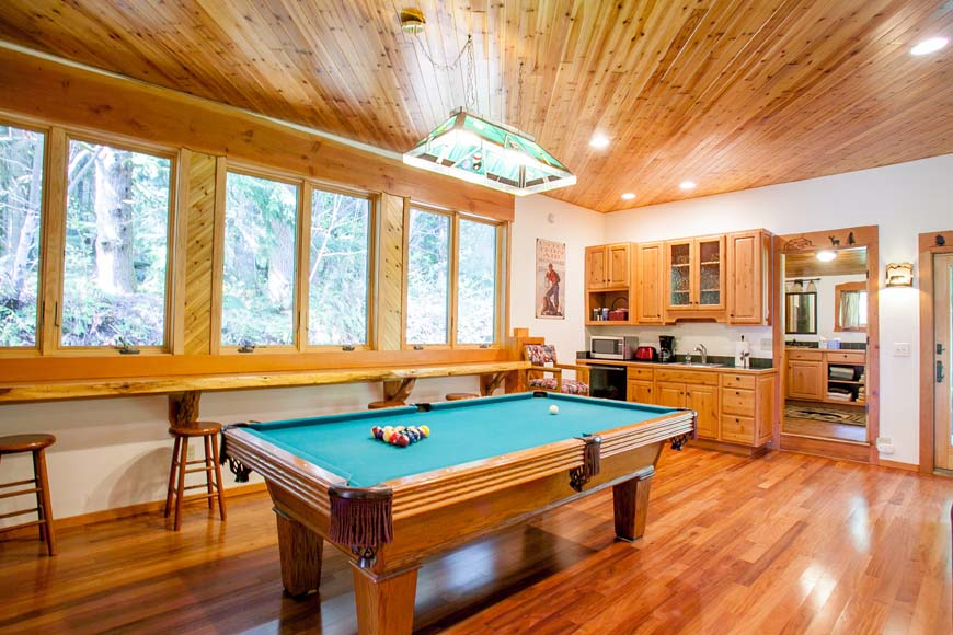 Dancing Bear Lodge pool table