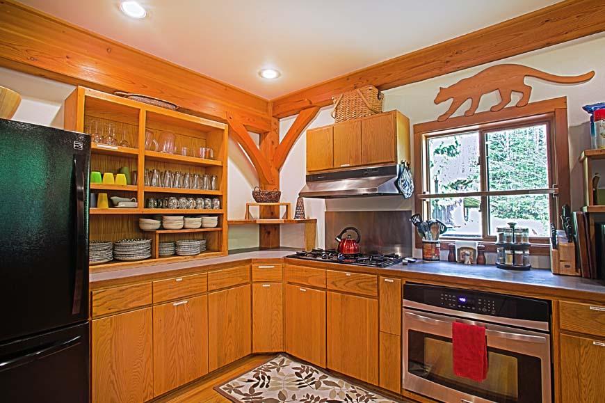 Dancing Bear Lodge kitchen