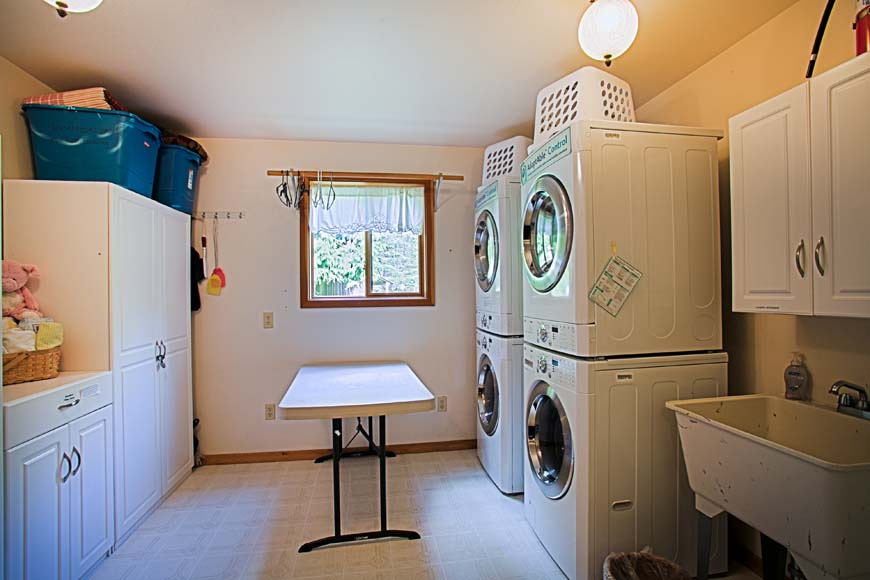 Dancing Bear Lodge laundry room
