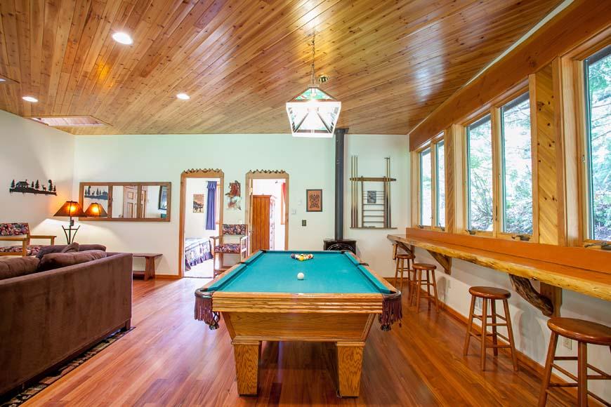 Dancing Bear Lodge living room
