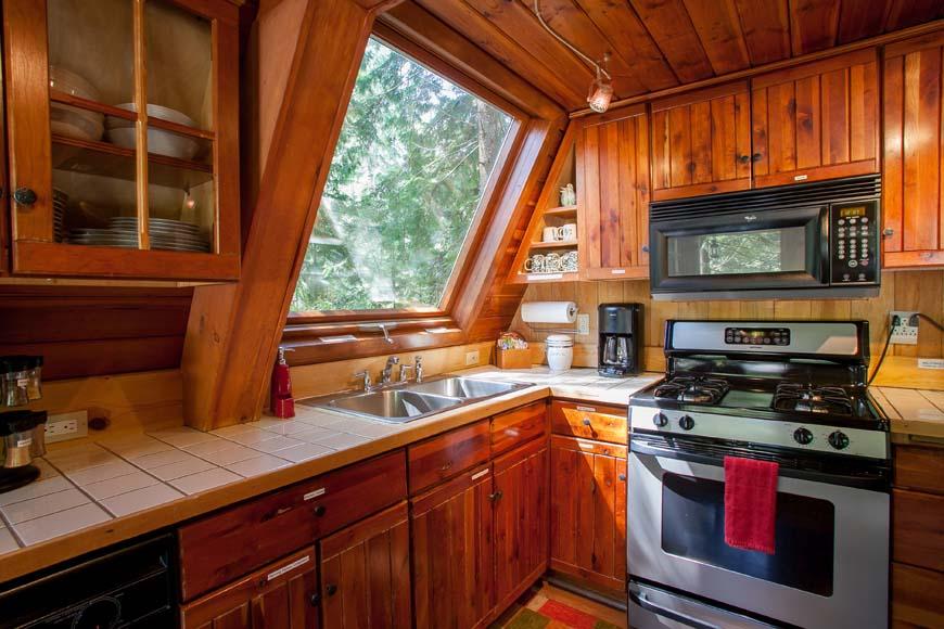 Three Bears Lodge kitchen
