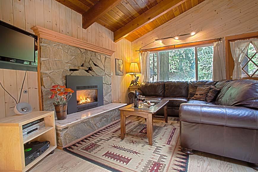 Three Bears Lodge living room
