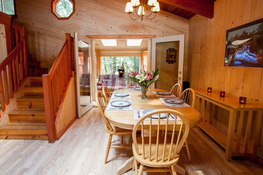 Three Bears Cabin Dining Room