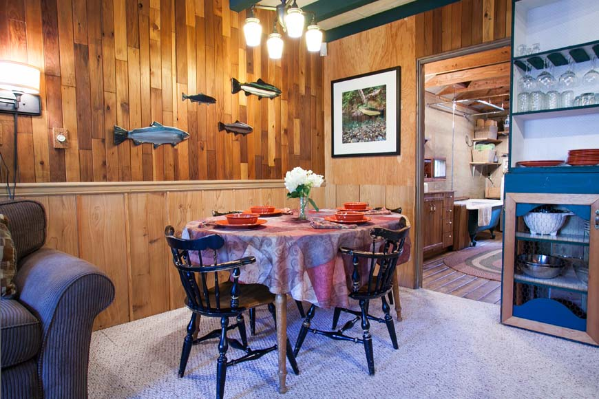Coho Cabin dining room