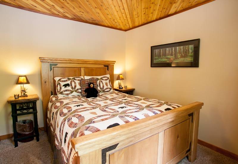 Little Bear Creekside Cabin bedroom