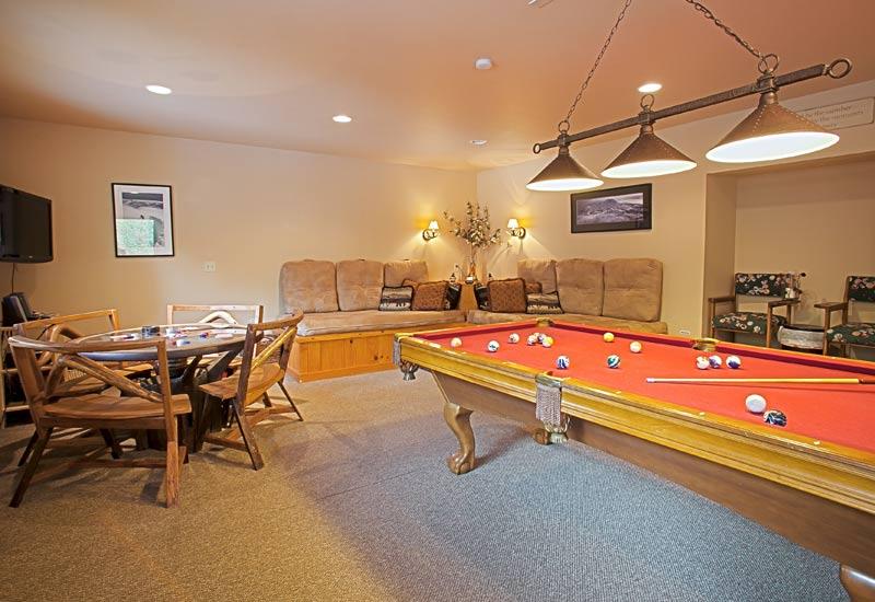 Little Bear Creekside Cabin game room