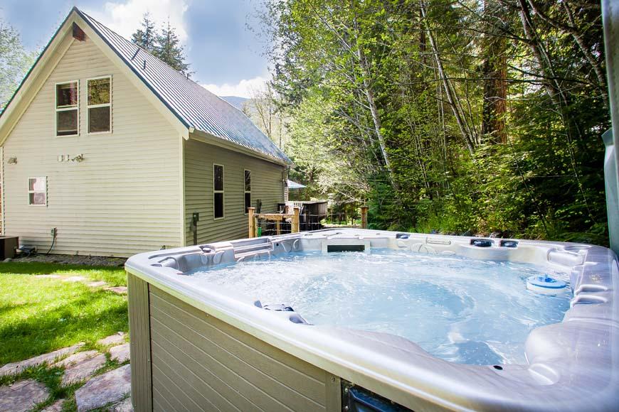 Little Bears Cabin hot tub