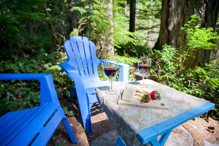 Little Bears Cabin outside chairs