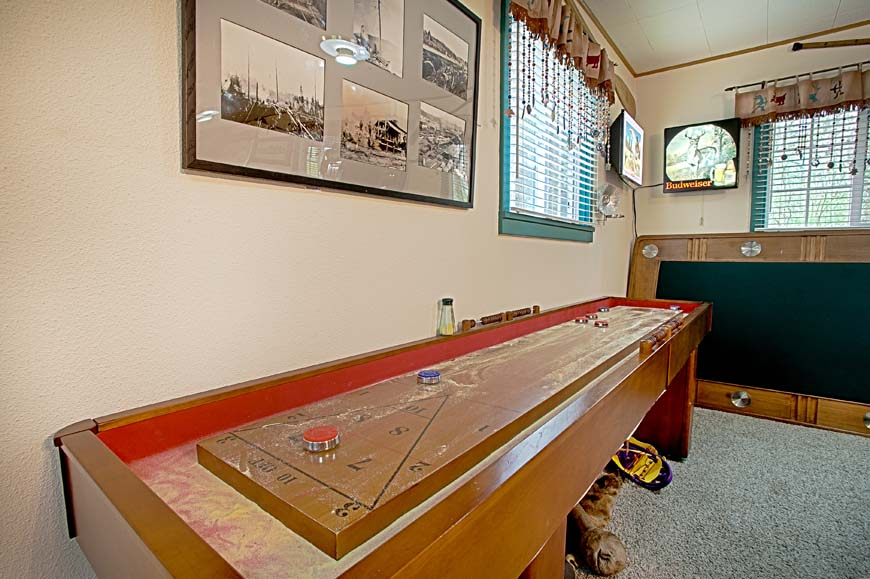 Starry Nights Cabin game room