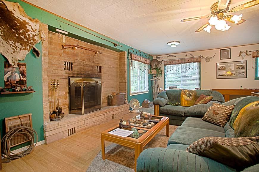 Starry Nights Cabin living room